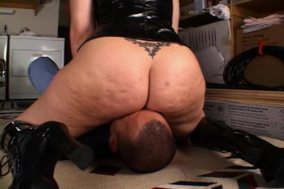 The stinkeye1. Sienna is furious and she forces her boyfriend to sniff her stinky anus