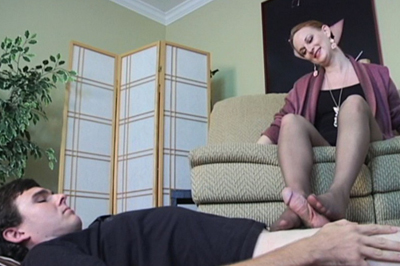 Delivery boy w foot fetish 46. She notices his glances down at her excited high heels. She knows that look. This boy has a foot fetish. That makes her so horny.