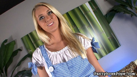 Roxxi silver as dorothy 78. One of our biggest fans sent us an email with a scenario he wanted to see here at Pantyhose Pops. We found the perfect hot porn star to make this happen: Roxxi Silver.